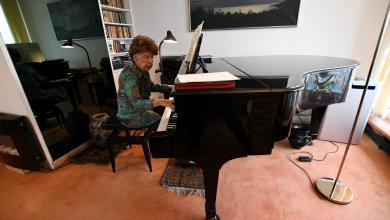 """عازفة البيانو المعمرة الفرنسية """"كوليت ماز"""" تصدر ألبومها السادس -""""روتيرز"""""""