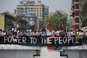 """جانب من احتجاجات شعب بورما """"ميانمار"""" ضد الانقلاب العسكري على السلطات المنتخبة ديمقراطياً"""