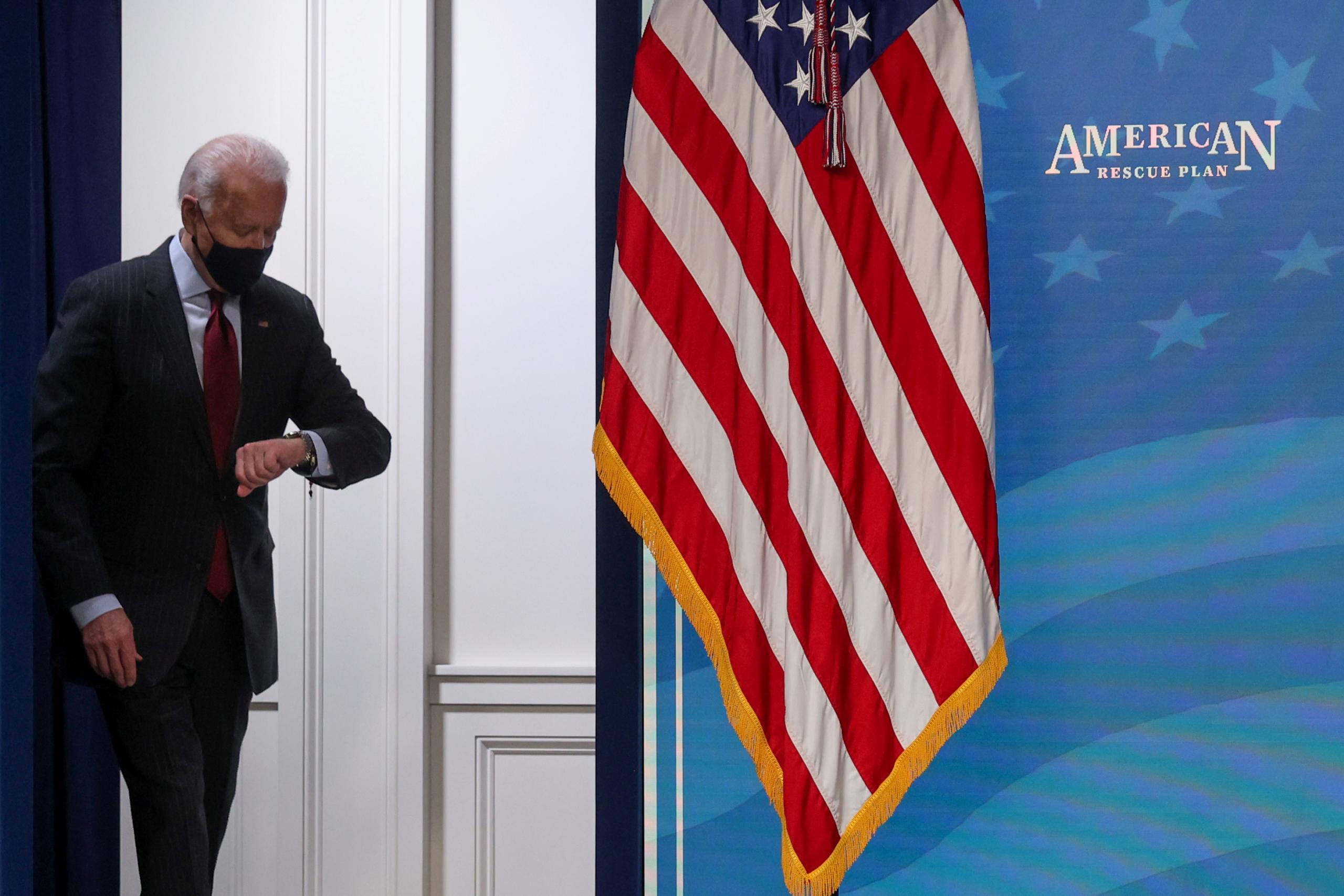 """الرئيس الأميركي جو بايدن يأمر بتنكيس العلم حزنا على ضحايا كورونا -""""رويترز"""""""