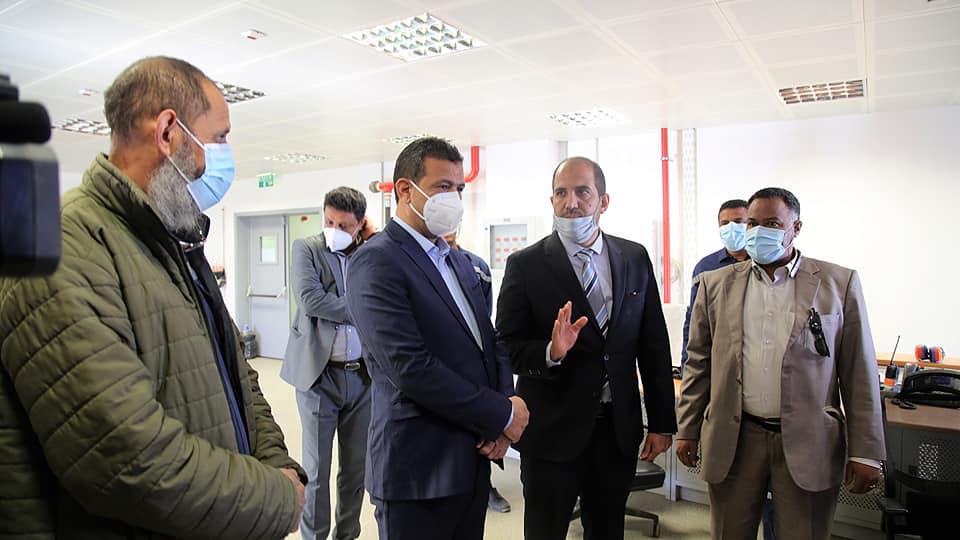 أبوجناح يتابع سير العمل في محطة كهرباء أوباري الغازية