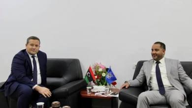 """وكيل داخلية الوفاق للهجرة""""محمد الشيباني"""" مع """"تيموثى داكيت"""" مستشار شوؤن الهجرة فى السفارة البريطانية"""
