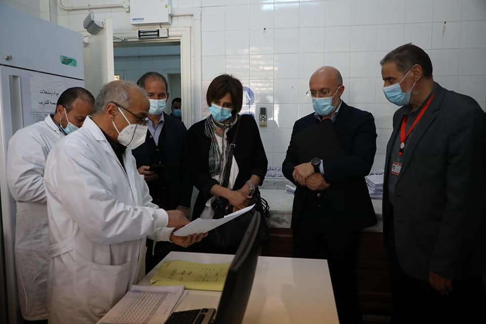 وفد من شركة إيني للنفط والغاز يزور المركز الوطني لمكافحة الأمراض في طرابلس
