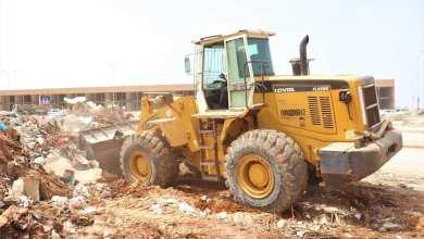 حملة لإزالة مخلفات البناء من شوارع بنغازي وميادينها