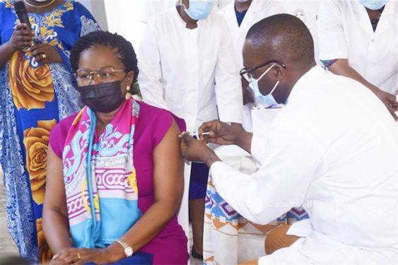 *République Togolaise* : Covid-19 : le Premier Ministre se fait vacciner et lance officiellement la campagne