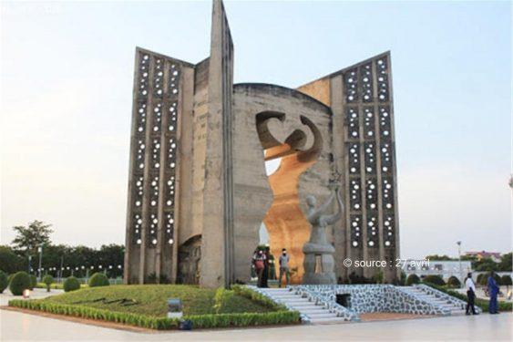 *27 avril* : Togo : SOS, le monument de l'indépendance décrépit !