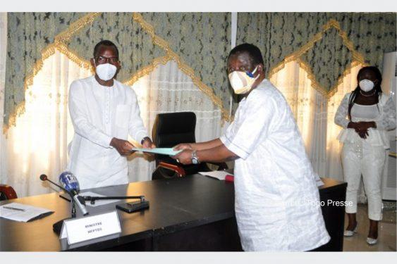 *Togo Presse* : 1er mai 2021: Le cahier de doléances des travailleurs remis au gouvernement et au patronat