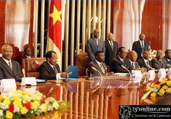 Paul Biya en plein conseil de Minsitres