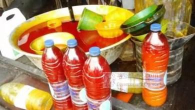 Des bouteilles d'huile de palmes