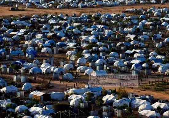 Des réfugiés dans un camp