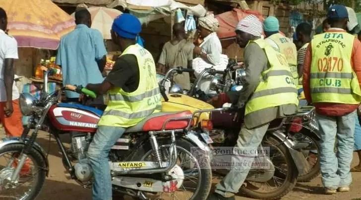 moto taxi en plein boulot