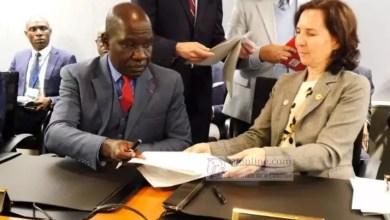 Photo of Le Cameroun signe quatre accords de financement avec la BM