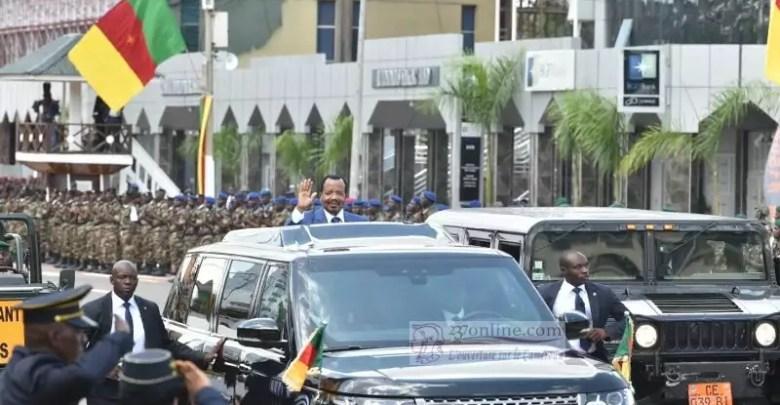 Paul Biya au défilé militaire