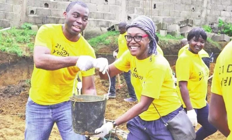 Employés de MTN Cameroon dans une action sociale