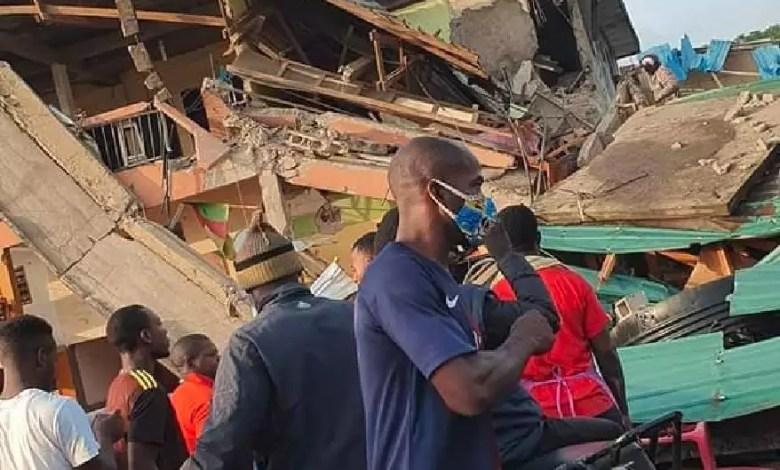 immeuble de 4 niveaux qui s'effondre a Douala