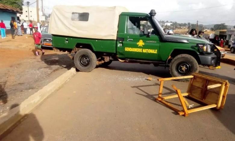 Une voiture de gendarmerie vandalisée