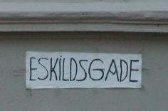 Hvilken afdeling i Københavns Kommune er det nu lige der står for gadeskilte?