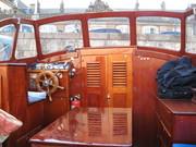 En smuk gammel, svensk træbåd