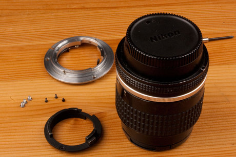 Remove the bayonett, and place the lens cap on the lens.