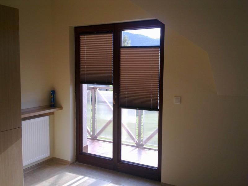 Kontrolowanie światła słonecznego w domu.