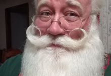 Photo of Terminally ill boy dies in Santa's arms.