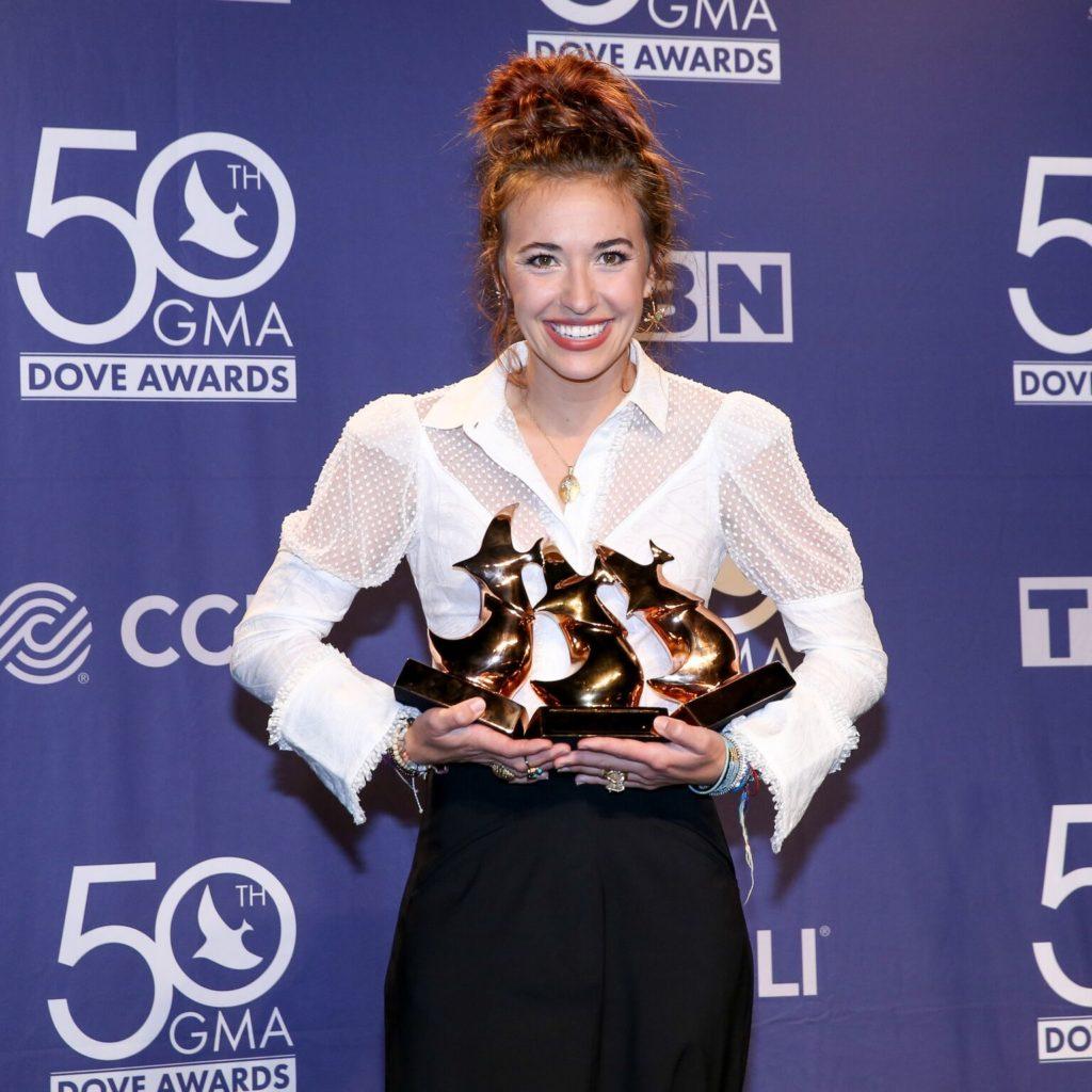 STARS SHINE BRIGHTLY AT THE 50TH ANNUAL GMA DOVE AWARDS