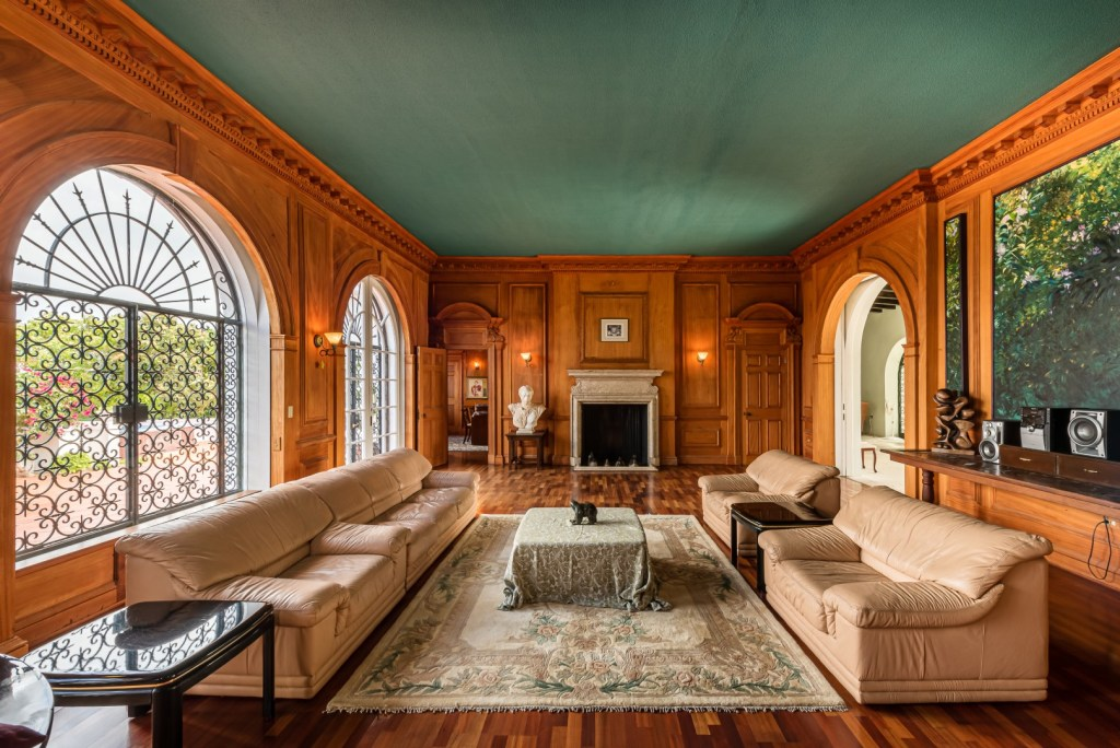 Duke of Windsor's Bahamas Estate For Sale!