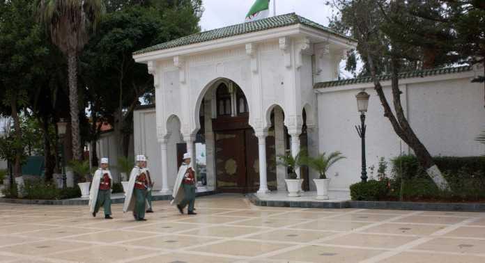 Tebboune procède à un remaniement gouvernemental partiel, Djerad maintenu