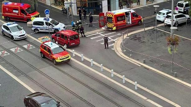 Deux personnes ont été tuées, dont une égorgée, et plusieurs ont été blessées ce 29 octobre à Nice, dans le sud-est de la France, lors d'une attaque au couteau