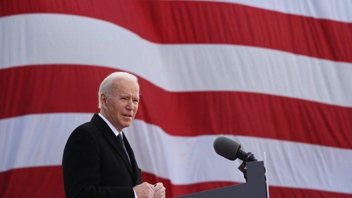 Dans un discours grave d'une vingtaine de minutes, celui qui est devenu à 78 ans le président le plus âgé en début de mandat a salué un
