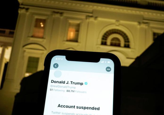 Twitter n'est pas le seul à avoir privé le Président américain sortant de son droit de s'exprimer sur les plateformes numériques. il a été précédé par Facebook, Snapchat et Twich. Décision légitime ou atteinte à la liberté d'expression? Le commissaire européen Thierry il s'agit d'une dérive des géants du numérique