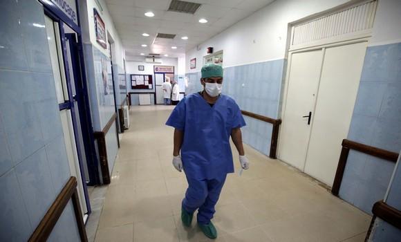 Médecin dans un hôpital en Algérie
