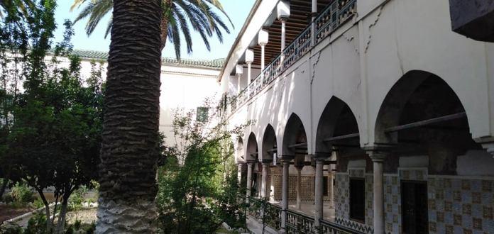 A Constantine, le Palais de Ahmed Bey, construit entre 1826 et 1833, reste un témoin vivant de la présence ottomane en Algérie. Il abrite actuellement le Musée national public des arts et des expressions traditionnelles.