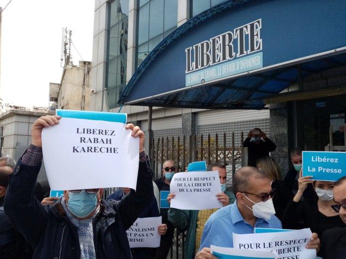 Sit-in de solidarité avec le journaliste Rabah Karèche