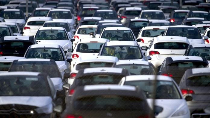 Tebboune fixe des conditions pour l'importation de véhicules neufs