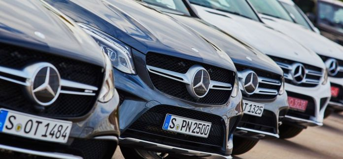 Des milliers de travailleurs du secteur automobile allemand seront au chômage partiel fin avril en raison de la pénurie mondiale de semi-conducteurs qui freine les chaînes de production.