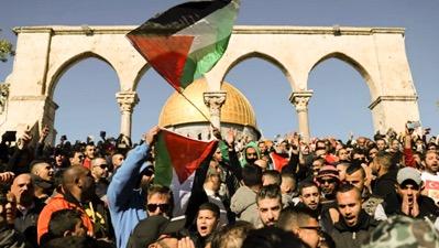Début mars 2018, l'association BDS (Boycott, Désinvestissement, Sanction) a appelé au boycott de la série Fauda, qui représente les palestiniens comme une menace permanente, hostile à la paix et gangréné par le Hamas puis par Daech. Des tissus de mensonges. Une appropriation de l'histoire
