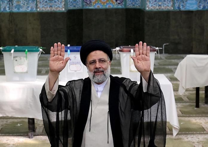Présidentielle en Iran: le conservateur Ebrahim Raïssi l'emporte au premier tour
