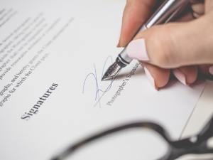Lease-Agreement-Contract-Signature-Signing-Notarizing-Mobile-Notary-Public-Services