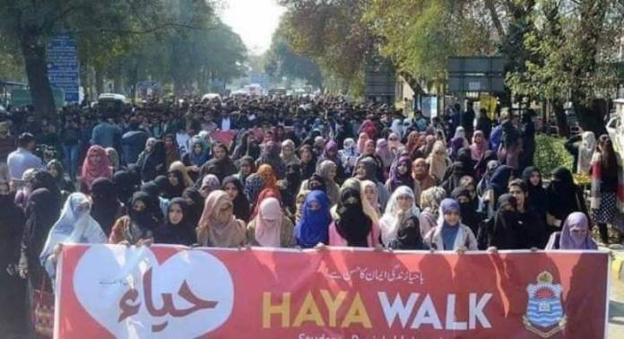 hardliners attack aurat march participants in islamabad 1583677479 7198