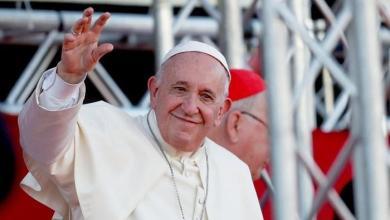 صورة البابا فرانسيس للرئيس الأمريكي انت لست مسيحياً