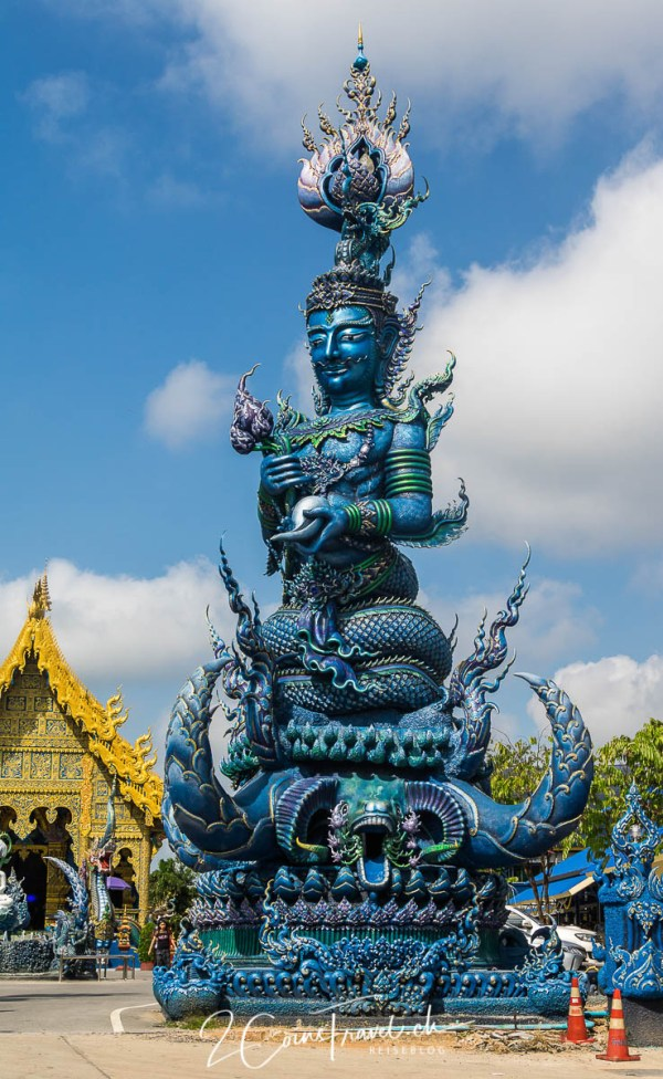 Eingang blauer Tempel Chiang Rai