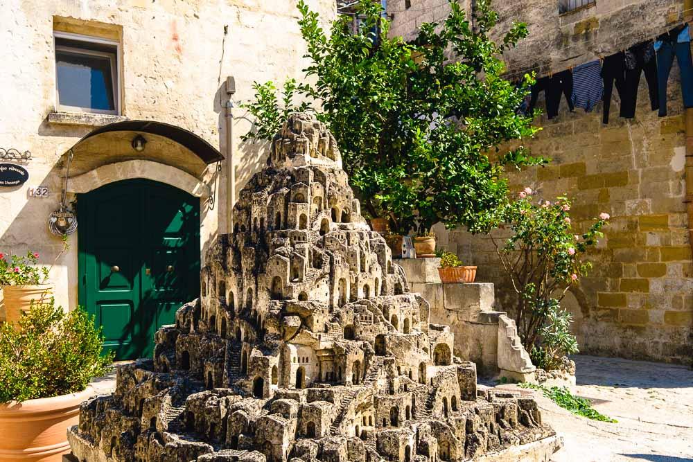Cosa vedere a Matera in 2 giorni Scultura 2 Cuori in Viaggio