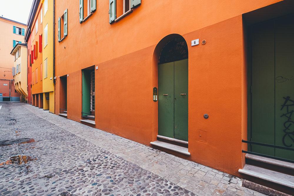 Cosa vedere a Bologna palazzi colorati 2 Cuori in Viaggio