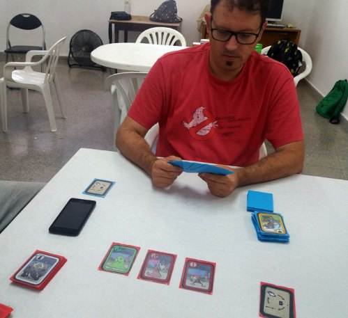 Castle Colors un juego de cartas rápido y familiar.