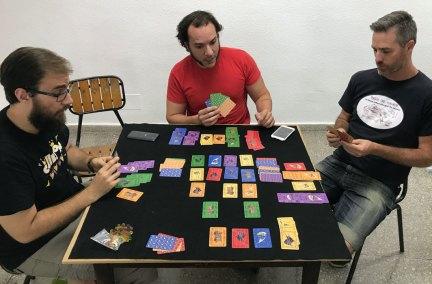 El Deu, un juego de cartas a partir de la baraja primigenia.