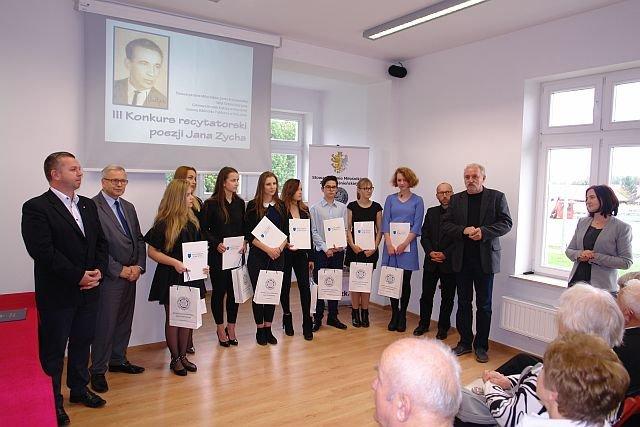 Reprezentanci II LO w III Konkursie Recytatorskim poezji Jana Zycha