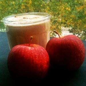 Hunger-busting smoothie and a couple apples