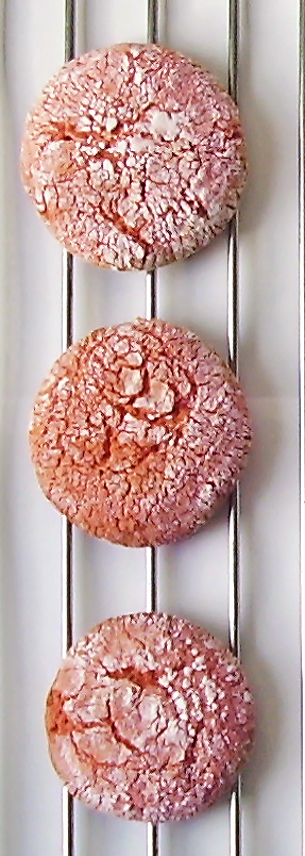 Pink Crincle Cookies : decadent pink surprise to chase the blues away.