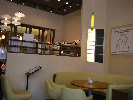 横浜 スヌーピー カフェ 店内
