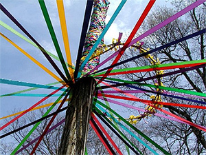 Arbre de mai - May pole